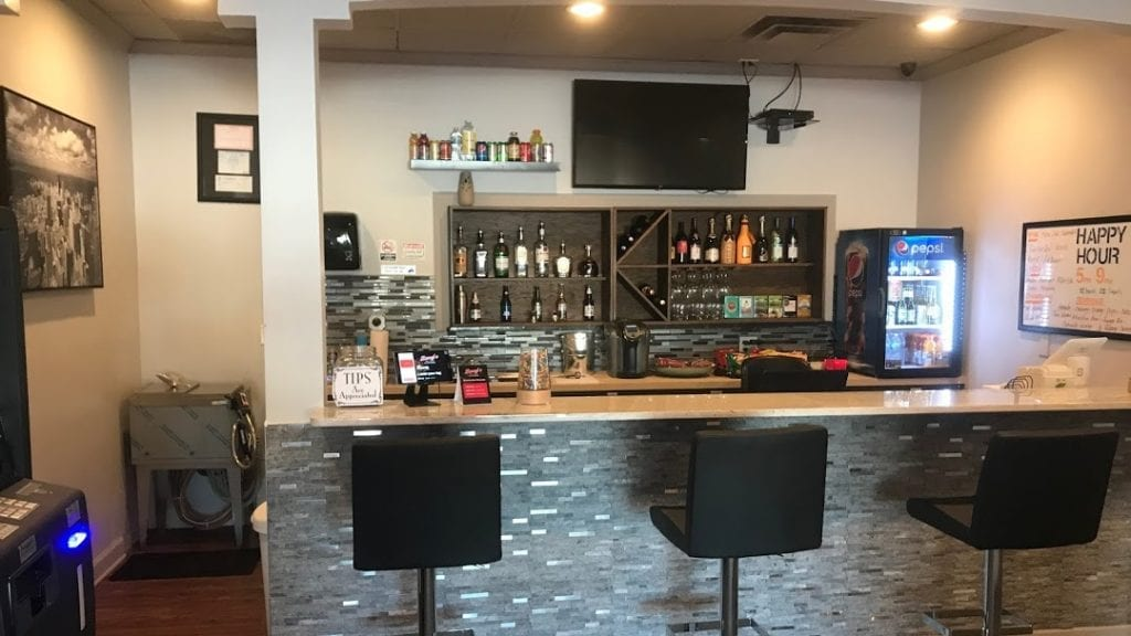 Lacey's – Bridgeview 84th