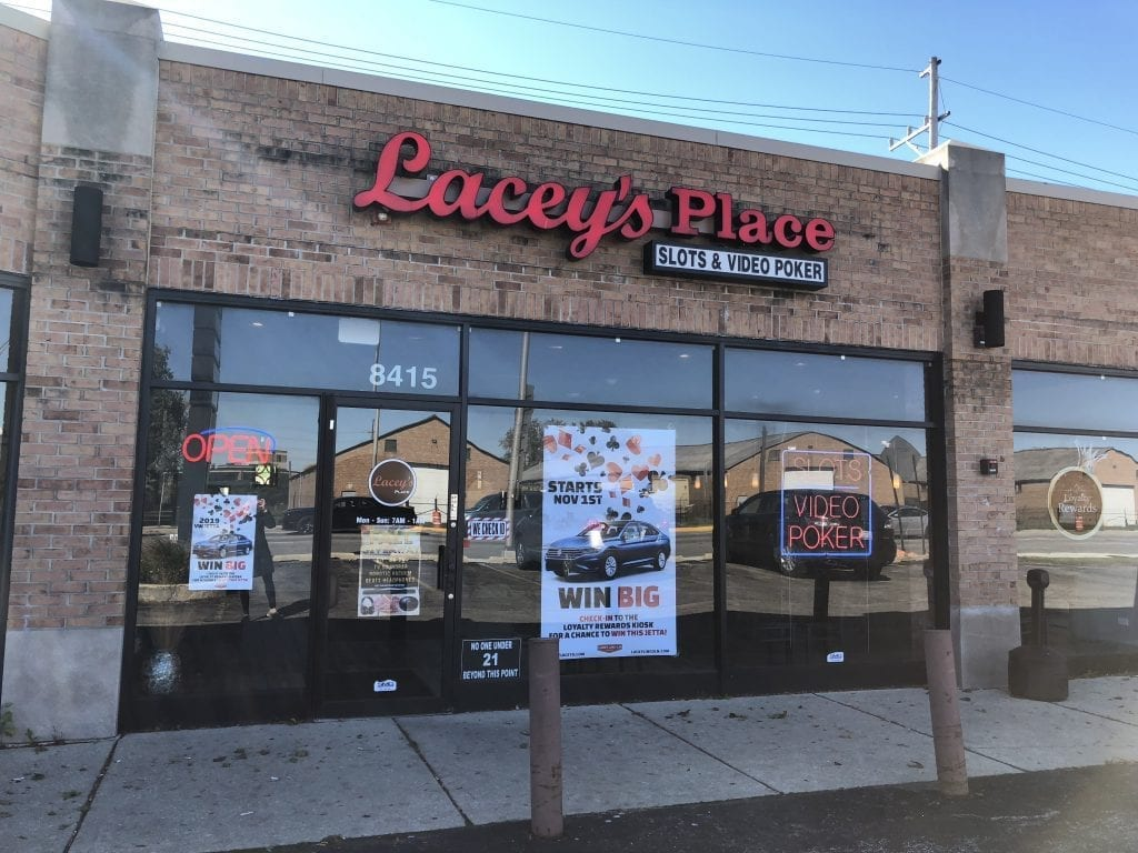 Lacey's – North Riverside